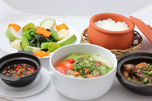 Bữa trưa nên ăn một chút tinh bột để cung cấp năng lượng cho cả ngày