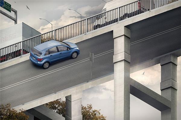Ô tô đi trên cầu hay dưới cầu vậy ???