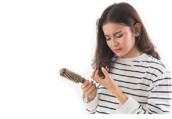 Rụng tóc do căng thẳng kéo dài