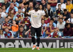Lukaku có cú đúp bàn thắng trước Burnley