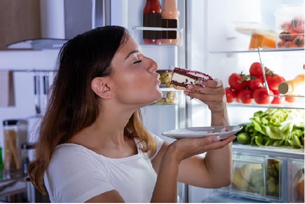 Thói quen Ăn khuya thường xuyên khiến bạn khó cải thiện cân nặng