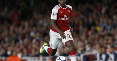CĐV Arsenal tức giận với cái tên được HLV Emery bố trí đá chính