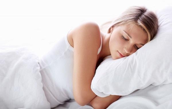 Ngủ đủ giấc giúp cho làn da trắng hồng căng mịn, khỏe mạnh