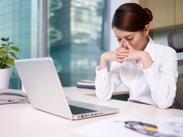 Mách cách khắc phục chứng khô mắt, mỏi mắt cho dân văn phòng