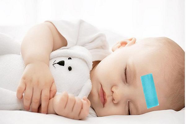 Trẻ 3 tháng tuổi bị sốt cha mẹ nên xử trí thế nào?