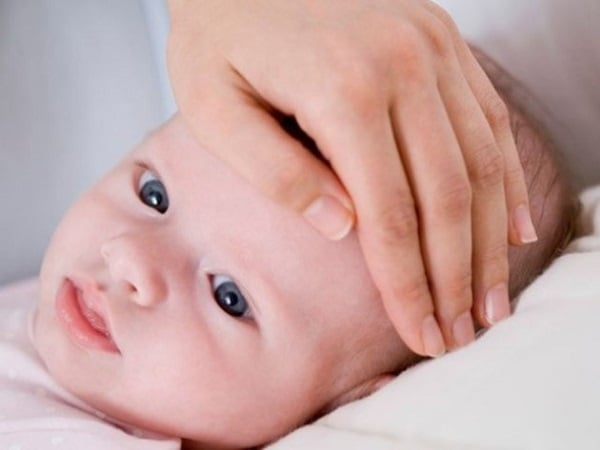 Trẻ 3 tháng tuổi bị sốt nguyên nhân do đâu?
