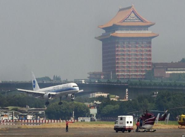 Kiểm tra hành lý khách Việt, vì thịt lợn nhiễm virus ASF