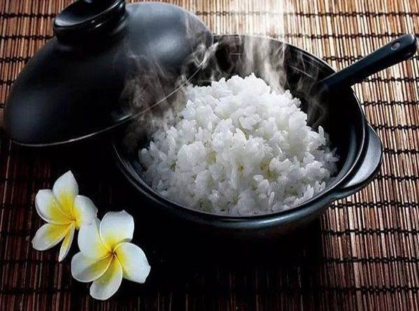 Nằm mơ thấy ăn cơm là điềm báo tốt hay xấu?