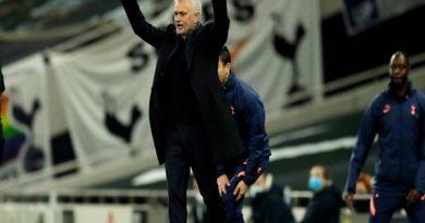 Tin bóng đá sáng 19/10: Mourinho tức điên khi Tottenham hòa như thua